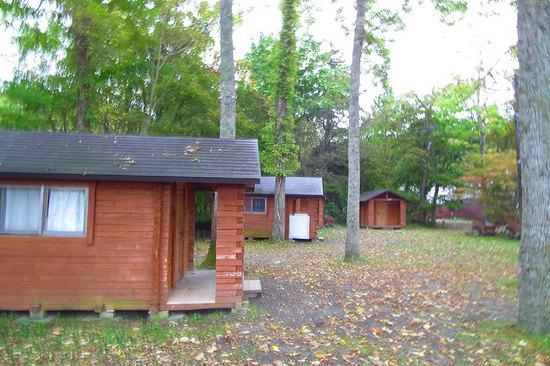 和琴半島湖畔キャンプ場のバンガロー