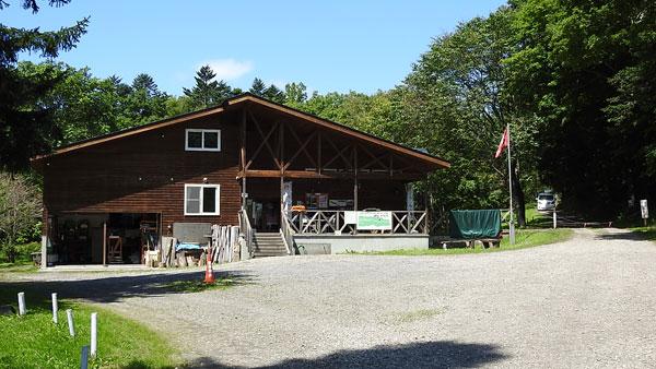 ポロトの森キャンプ場の管理棟
