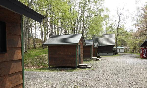 ひがしかぐら森林公園キャンプ場 4人用バンガロー