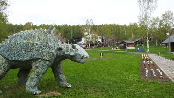 ひがしかぐら森林公園キャンプ場 恐竜のモニュメント