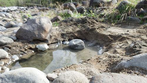 蟠渓温泉 オサル湯 熱い源泉が出ている湯船