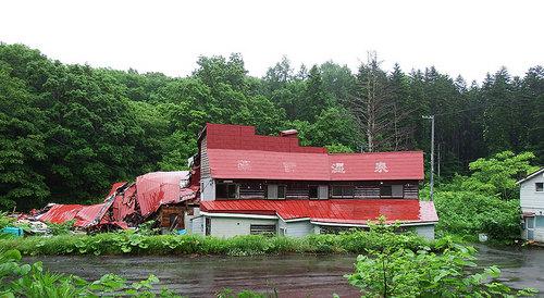 2015-06-28-倒壊している薬師温泉