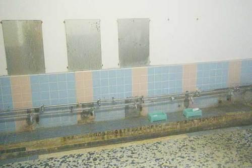ホテル王将 内風呂の洗い場