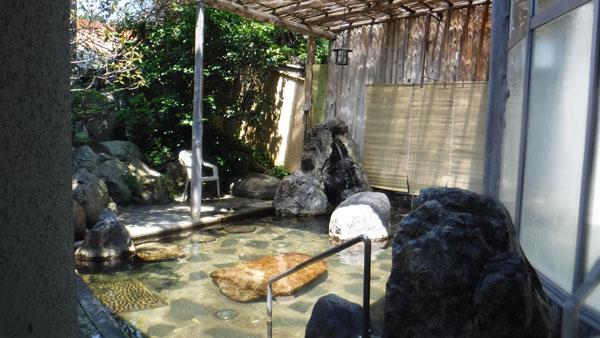 俄虫温泉旅館の露天風呂