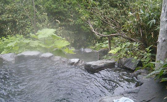 ヌタプカウシペの2段になった露天風呂