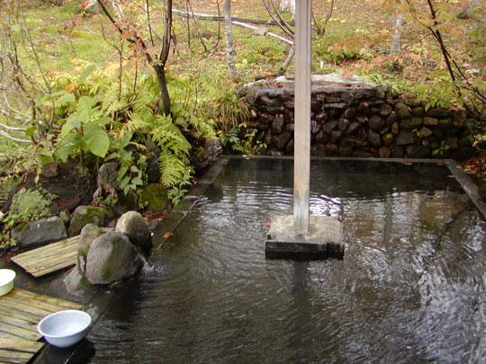新見温泉 野天風呂 木立の湯