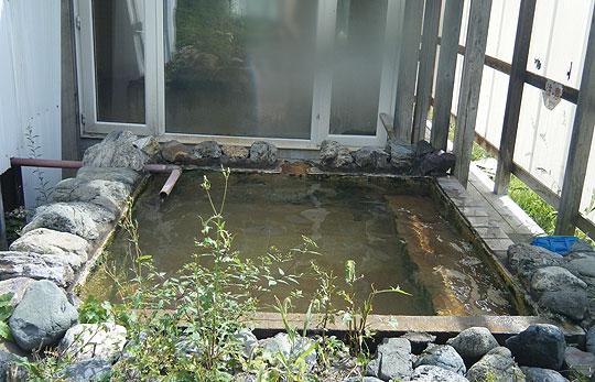 宮内温泉の露天風呂