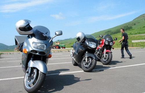 2009-07-06-ナイタイ高原駐車場でバイクを並べて