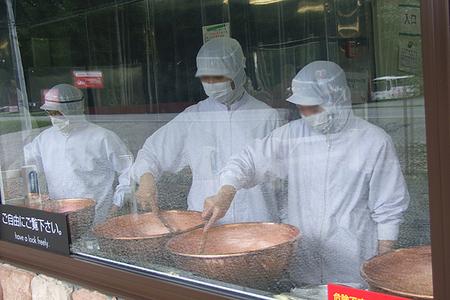 2009-8-30-花畑牧場の生キャラメル製造風景