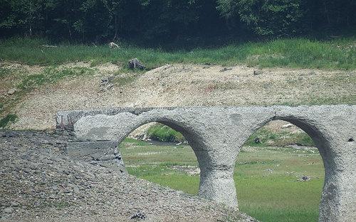 2014-08-02-タウシュベツ川橋梁跡のズームアップ