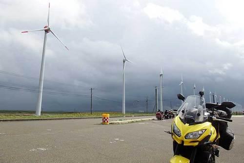 2015-09-21-オトンルイ風力発電の前で