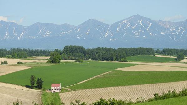 2017-06-17-十勝岳と赤い屋根の家