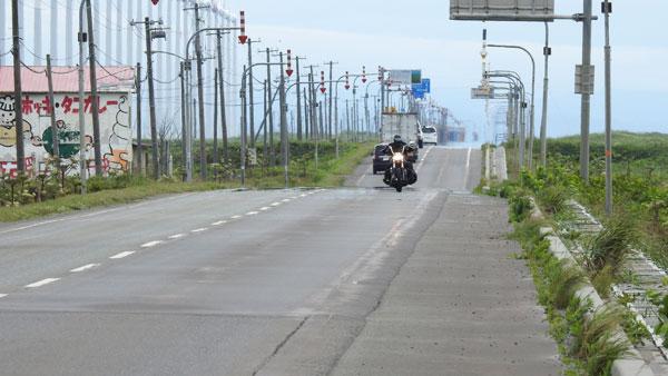 2017-07-17-オトンルイに向かってくるバイク