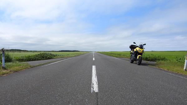 2017-07-18-エサヌカ線をバックにバイク