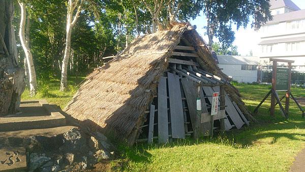 2017-07-18-浜頓別温泉にある縄文時代の竪穴式住居