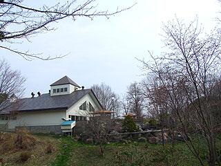 竹山高原温泉の敷地内から見たホテルの概観