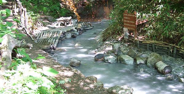登別温泉 大湯沼川の天然足湯