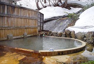 鯉川温泉旅館の露天風呂 滝見の湯